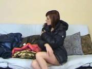 Порнография женщины в юбках и ветровках